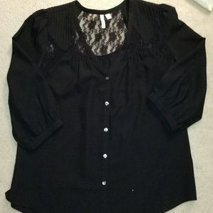 Frenchie medium 3/4 sleeve blouse w lace inset